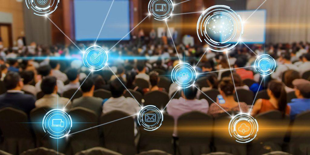 Osoby przebywające na sali biorące udział w spotkaniu informacyjnym dotyczącym tworzenia i funkcjonowania Sektorowych Rad ds. Kompetencji.