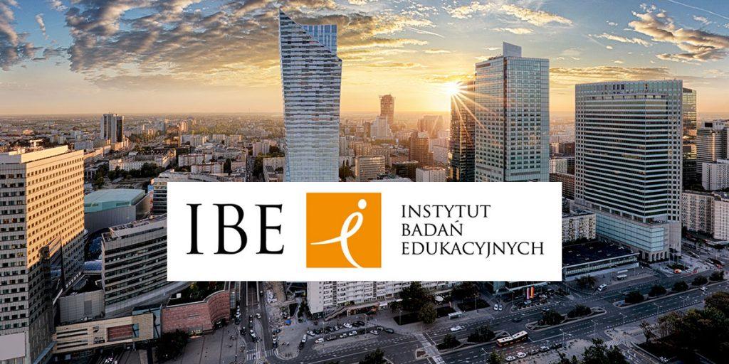 Logo Instytutu Badań Edukacyjnych na tle Warszawy