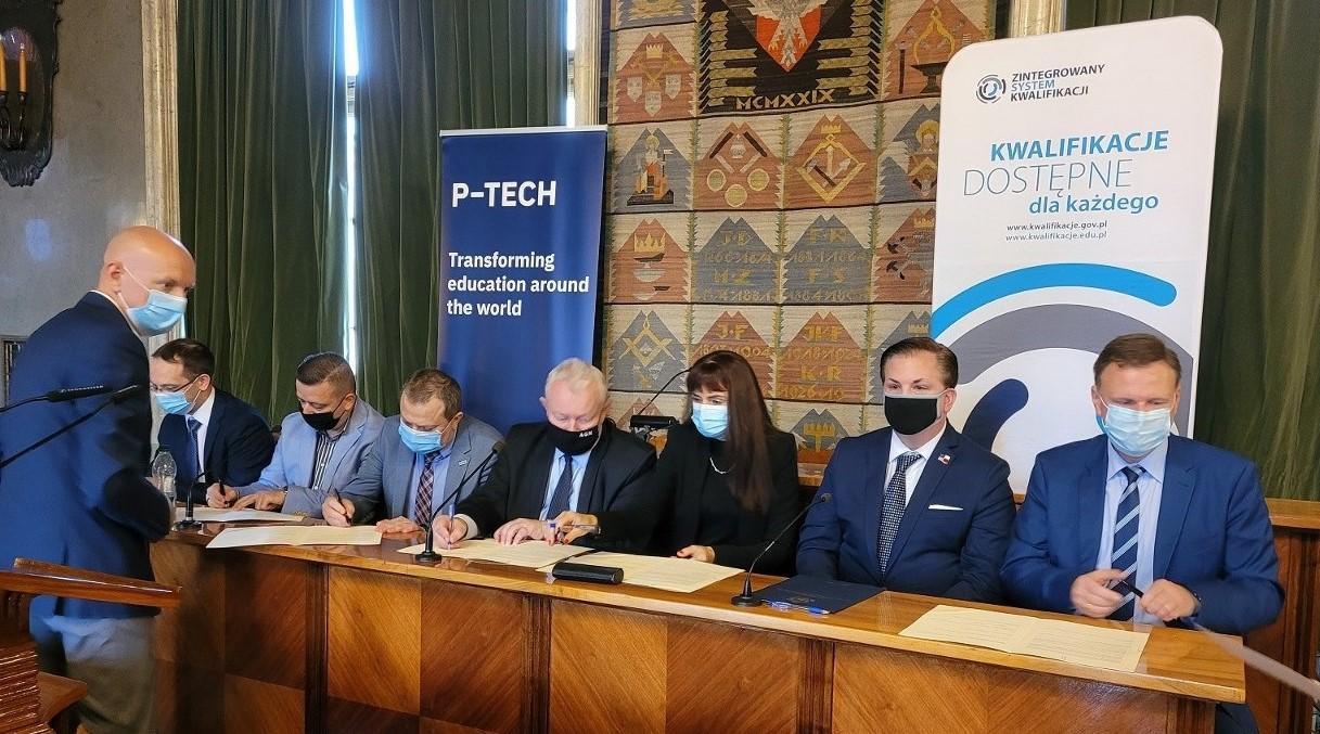 Kraków w międzynarodowym programie P-TECH. IBM i IBE podpisały umowę