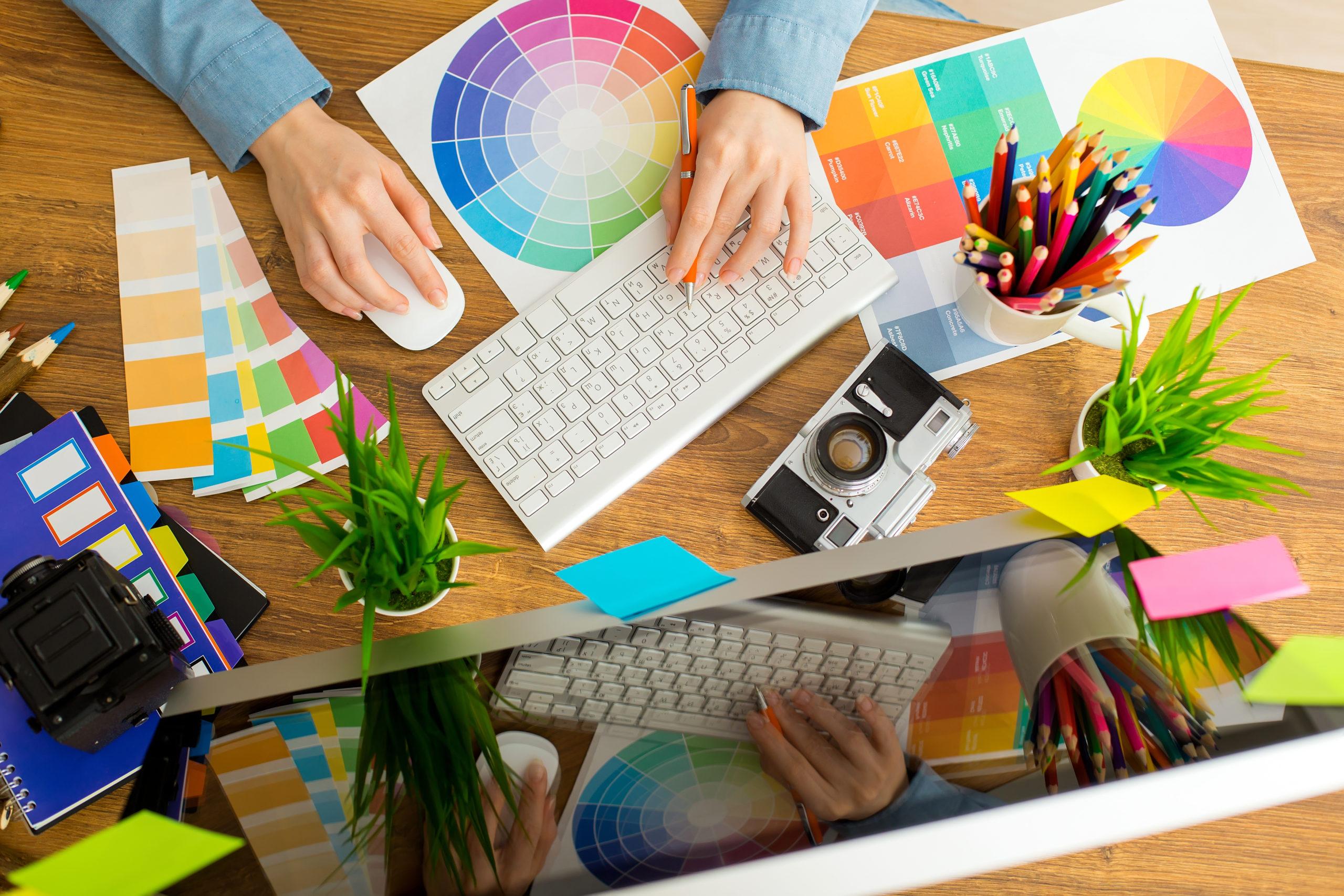 Grafik kreatywny, content marketing albo stawianie stron. Pracuj w domu i zarabiaj z ZSK